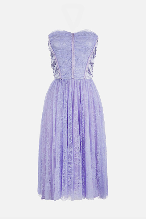 Dress in lace fabric with bustier
