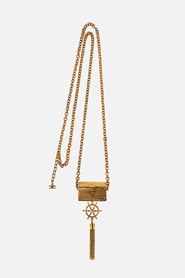 Long necklace with treasure chest