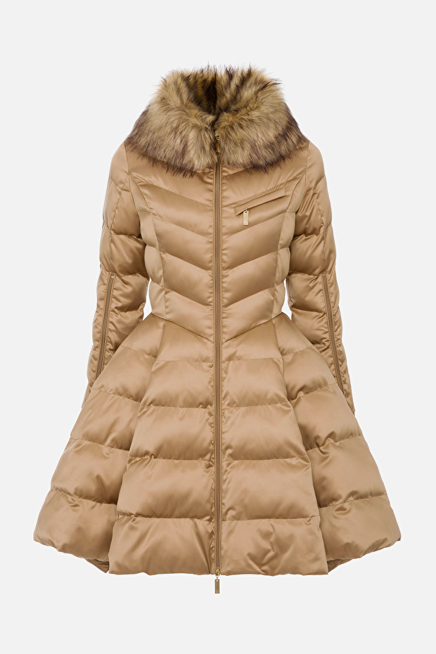 Circle quilted coat with faux fur