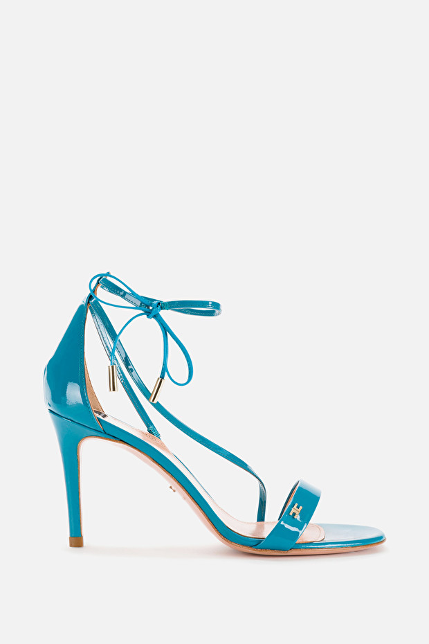Sandals with strap and lace closure