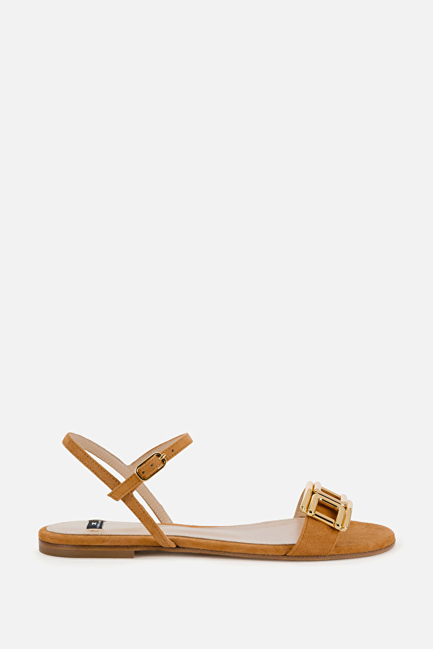 Flat sandals with light gold logo