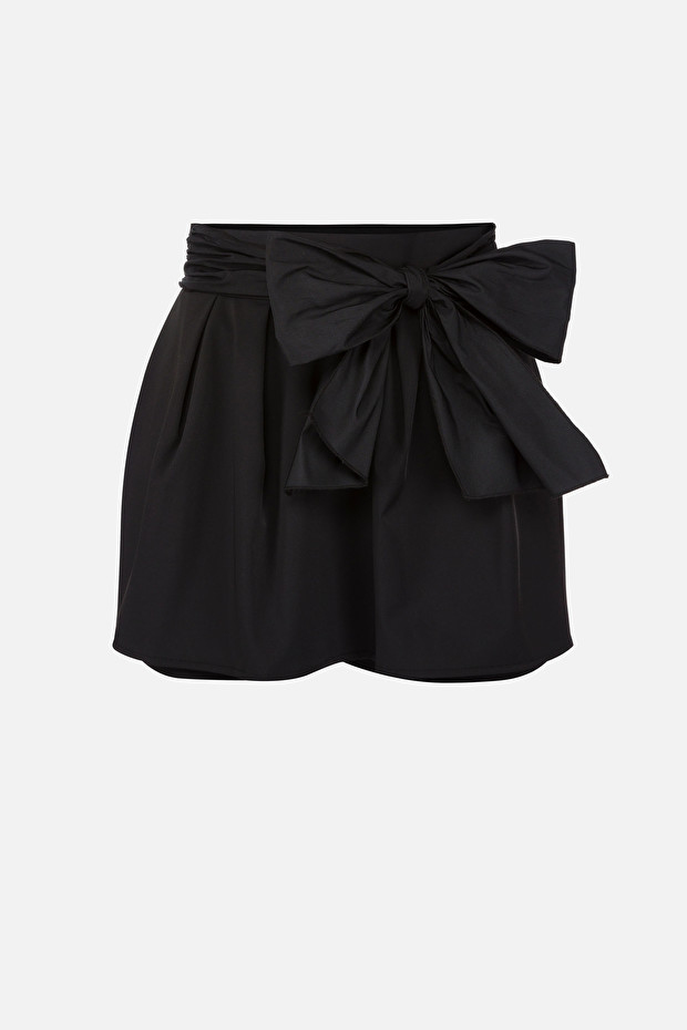 Skirt-looking shorts with bow
